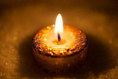 Парафиновые и восковые свечи