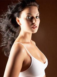 женская молодая стоячая грудь