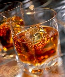 Алкогольные и безалкогольные напитки на Новый год, коньяк, алкогольный напиток