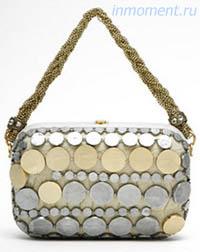 ...менадьеру - это маленькая сумочка на тонкой длинной ручке или цепочке.