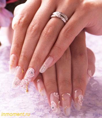 В педикюре сохраняются те же тенденции, что и в маникюре.  Модно красить ногти на.