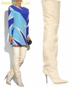 Высокие ботфорты на плоском ходу идеально смотрятся с короткими куртками и