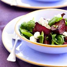 Легкая диета салат из сырой свеклы заделывают. Полезные клубничный.